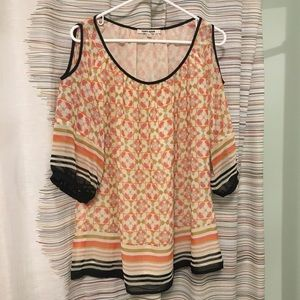 Very cute 1x open shoulder top
